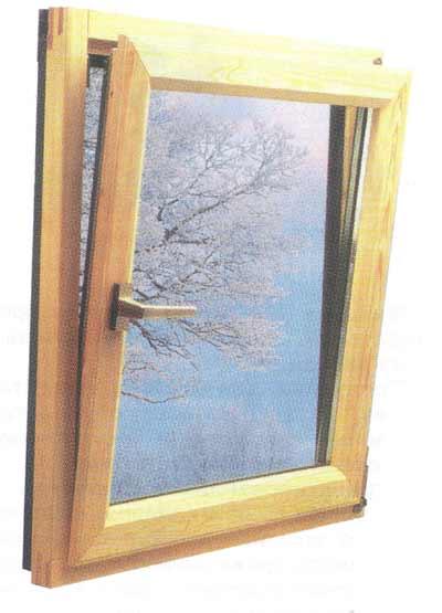 Деревянное окно, имеющее