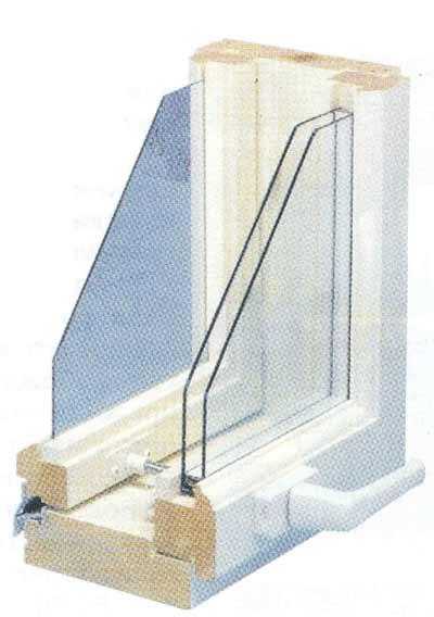 Деревянное окно с раздельными